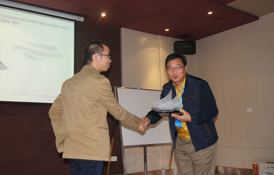 Mr. Xian Zhiqiang, the sales manager, shared the sales management experience,