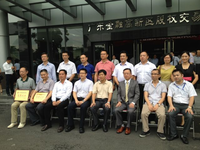 Mr. Yang took photo with other leaders of corporation companies