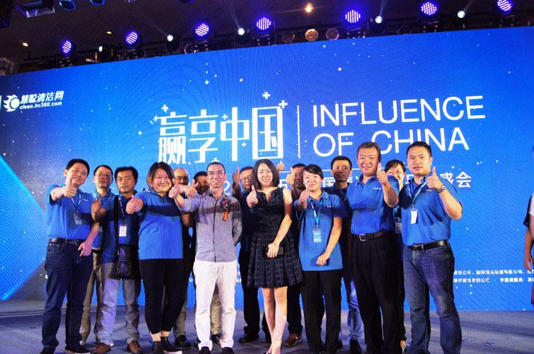 本届嘉得力中国清洁行业品牌盛会完美闭幕,嘉得力人现场合影纪念。  嘉得力作为知名民族品牌,将持续积极拉动清洁行业相关活动,为清洁行业建立相互交流,共同进步的平台,为回馈社会,创造干净、健康环境做出更大的努力