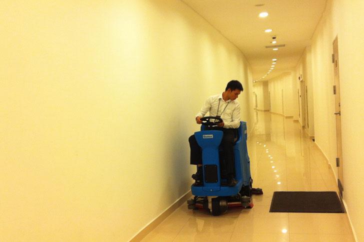 驾驶式洗地机嘉得力