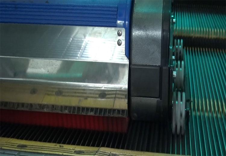 扶梯清洗机固定系统